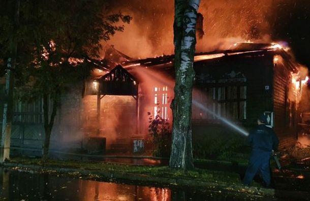 Пожар уничтожил историческое здание вНовой Ладоге