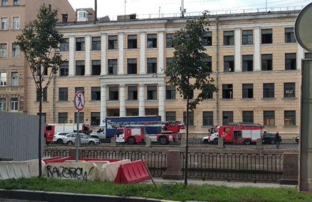 НаРимского-Корсакова снова горит здание бывшего ПТУ