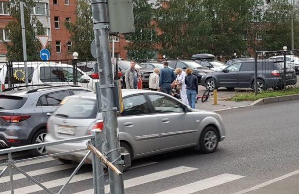 Двое детей попали под машину наАвиаконструкторов