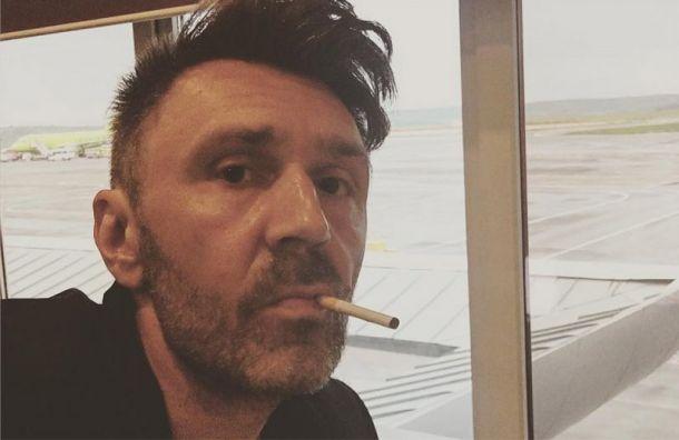 Шнуров прошелся позапрету курения набалконах