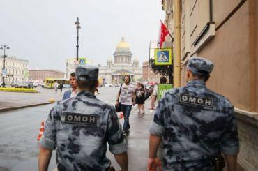 Сотрудник ОМОНа вытащил тонущую женщину изканала Грибоедова