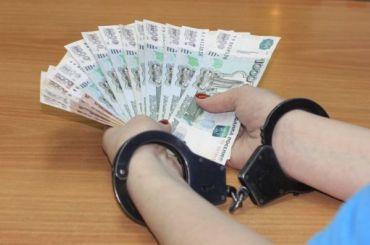 Инспектор Балтийской таможни вымогал взятку в50 тысяч