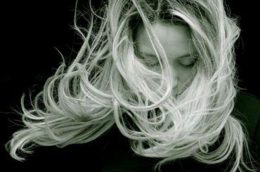 Как сохранить красоту волос: правильно сушим голову после мытья