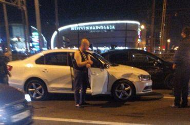 Очевидцы аварии на Петергофском шоссе привязали пьяного водителя к машине