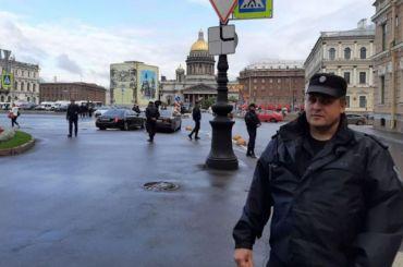 Тротуар перед Мариинским дворцом перекрыли перед инаугурацией Беглова
