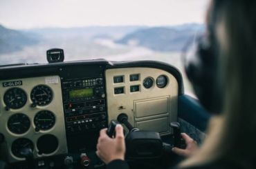 Таксист, выдававший себя запилота, украл 7 млн рублей