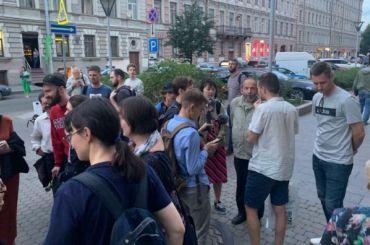 Девушку сплакатом задержали нанародном сходе уМО «Владимирский»