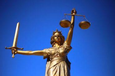 Суд наказал петербуржца, слившего вСеть фото знакомой