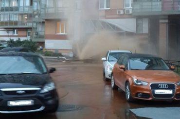 «Фонтан» сшестиэтажный дом наБогатырском забил благодаря хулиганам