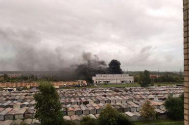 Очевидцы слышали хлопок: наКоммуны горит трансформаторная подстанция