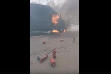 НаВоздухоплавательной улице сгорел микроавтобус