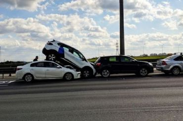 Каршеринговый Renault оказался верхом наKIA наКАД