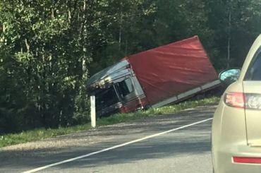 Два водителя пострадали вмассовом ДТП стягачом наКиевском шоссе