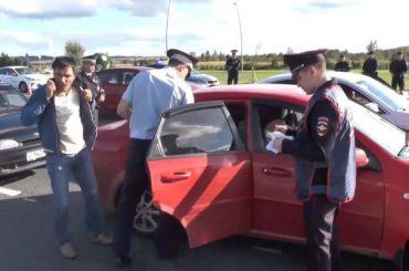 Полицейские проверили ваэропорту Пулково работу таксистов-мигрантов