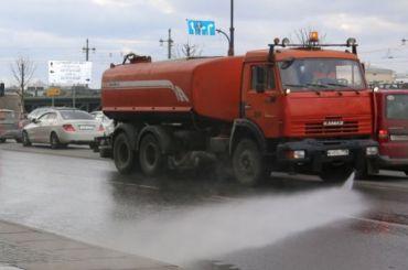 Мойщика дорог вПетербурге избили заобливание водой пешеходов