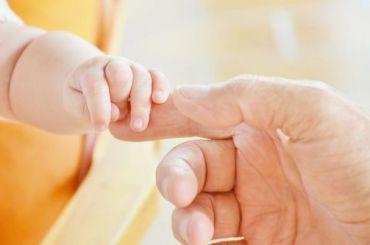 Суд вернул ребенка ВИЧ-положительной петербурженки отцу