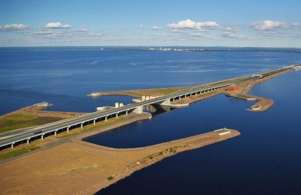 Петербургскую дамбу закрыли из-за угрозы наводнения