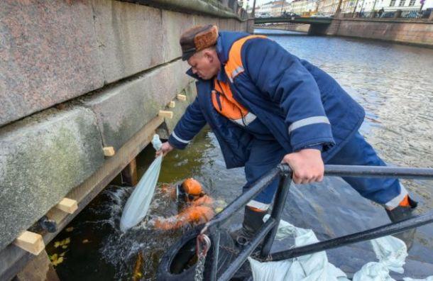 «Мостотрест» укрепил набережную канала Грибоедова вместе подмыва