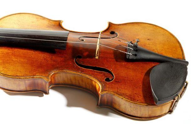 Упетербургской журналистки похитили музыкальный инструмент