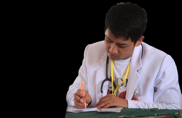 Минздрав предлагает решить проблему дефицита врачей спомощью мигрантов