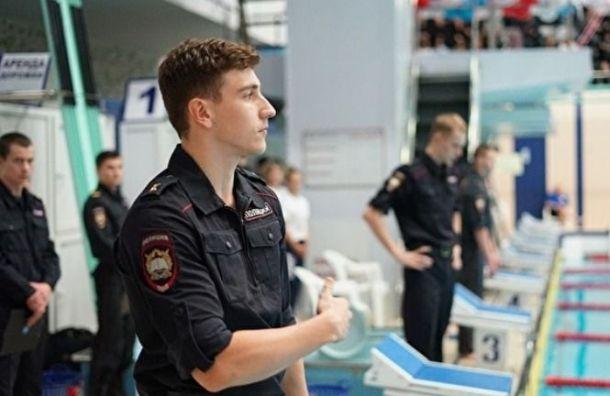 Полицейские вЧелябинске устроили заплыв вслужебной форме