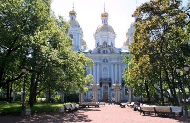 Восемь садов искверов Петербурга закрыли из-за шторма