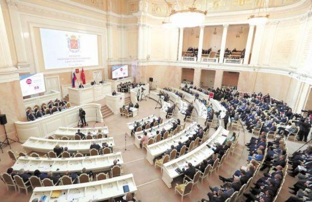ЗакС впервом чтении принял законопроект оросте зарплат чиновников