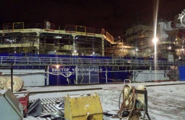Двух рабочих будут судить запожар наледоколе «Виктор Черномырдин»