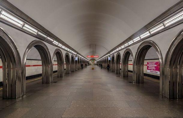 Из-за неисправных светофоров замедлилось движение покрасной ветке метро