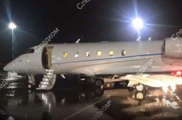 Микроавтобус протаранил чартерный самолет ваэропорту Пулково