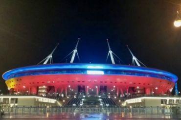 Стадион наКрестовском окрасился вцвета России вчесть выхода наЕвро-2020