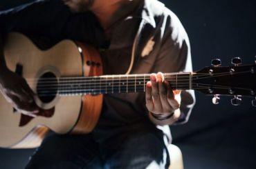 Приставы забрали петербургского музыканта прямо сконцерта