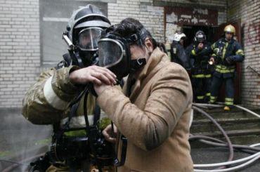 Тринадцать человек эвакуировали изгорящего дома вгороде Мурино