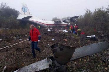 Пять человек погибли после жесткой посадки Ан-12 под Львовом