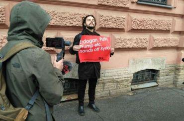 Одиночного пикетчика задержали уконсульства Турции вПетербурге