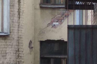 Смольный расселит три аварийных дома за460 млн рублей
