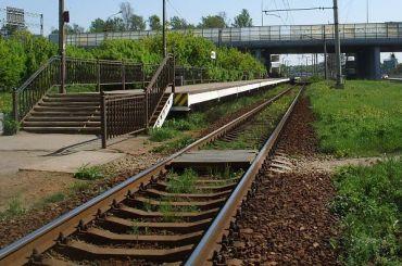 Поезд насмерть сбил женщину настанции Горская