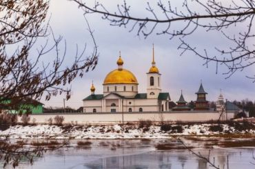 Мужчина пострадал наподворье женского монастыря