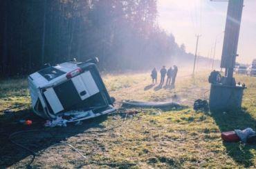Микроавтобус перевернулся наСкандинавском шоссе, есть погибшие