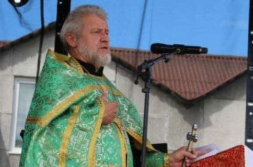 Под колесами иномарки вПетербурге погиб священник