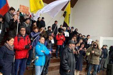 Около 200 человек вышли вПетербурге намитинг против переезда СПбГУ