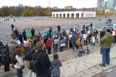 Около 100 человек вышли намитинг против сноса СКК