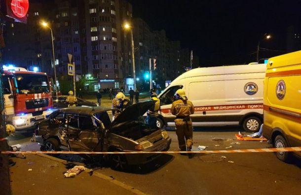 Три человека пострадали ваварии смаршруткой вНевском районе
