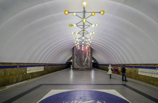 Следовавших вцентр пассажиров метро высадили настанции «Проспект Просвещения»