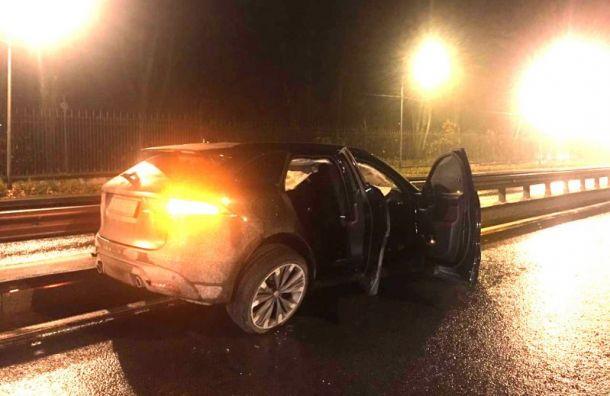 Угонщик автомобиля Jaguar пытался скрыться отпогони ивылетел сПулковского шоссе