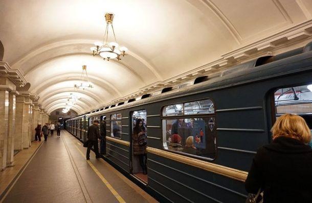 Нацентральных станциях метро вПетербурге искали восемь бомб