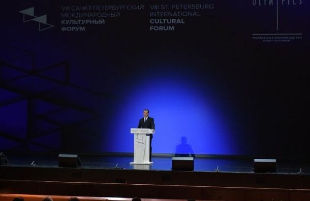 Медведев заявил, что второе высшее образование так иостанется платным
