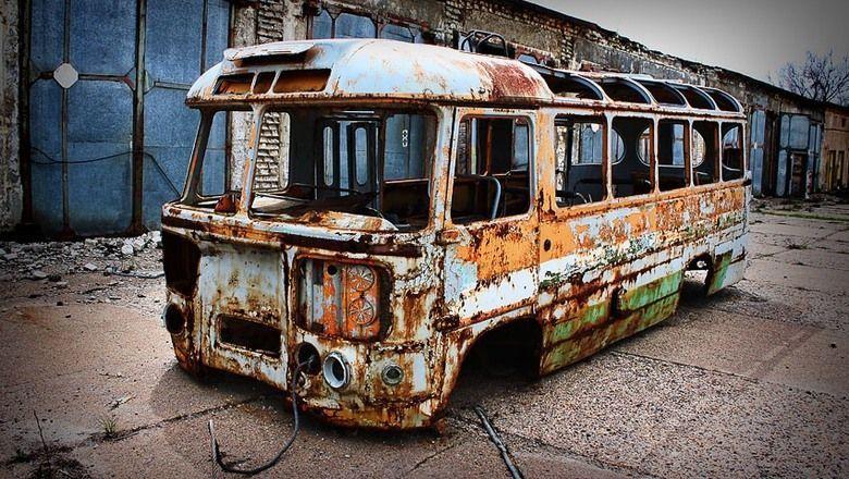 dmitriy_mironov_upreknul_munitsipalov_za_rzhavye_avtobusy.jpg