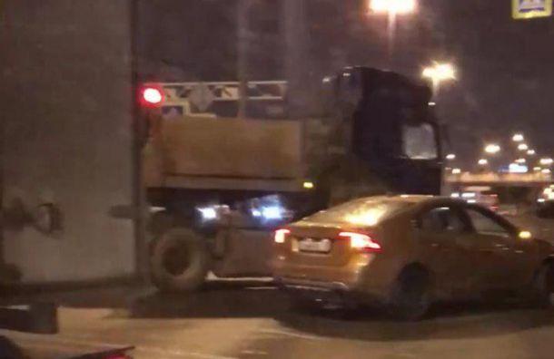 ДТП вШушарах полностью перекрыло проезд