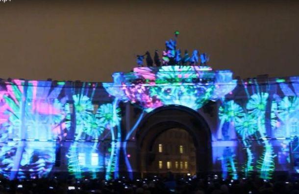 Фестиваль «Чудо света» разукрасил Дворцовую площадь